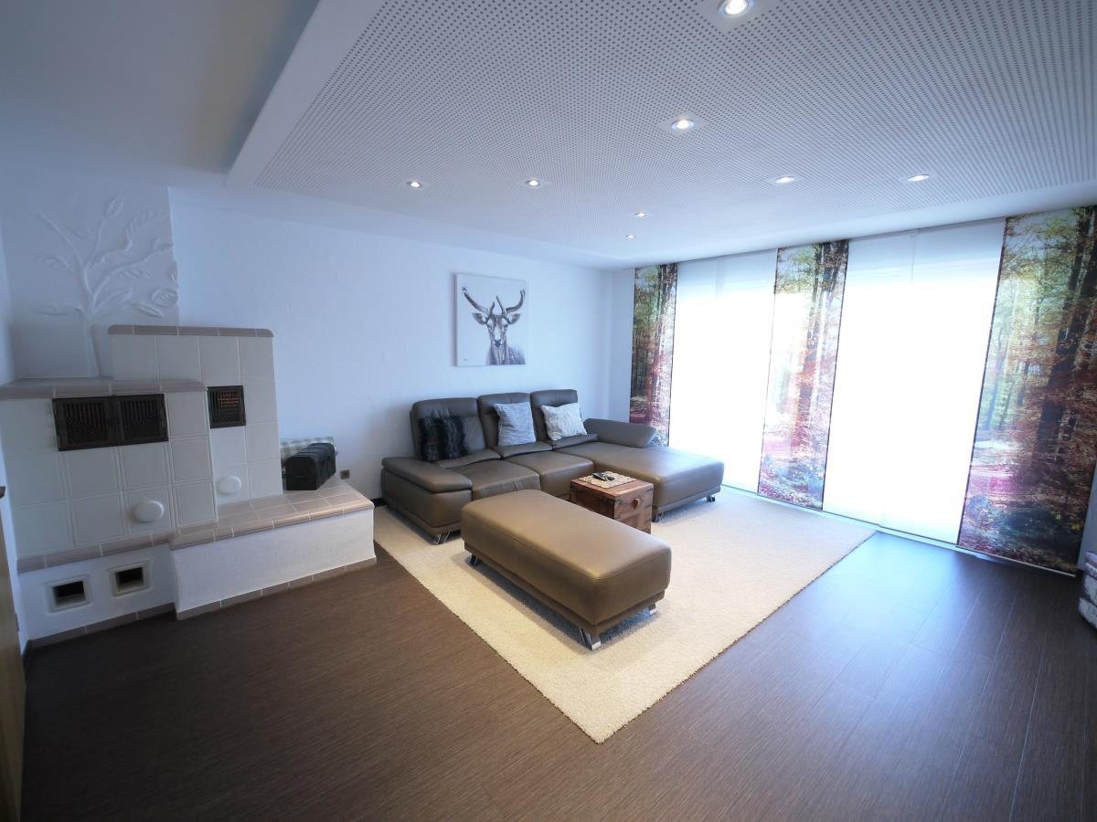 Wohnzimmer mit Kamin EG